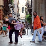 Eryn Rosenthal and Paolo Cingolani in Barcelona's Plaza de Bonsuccés; photo by Edwin Winkels, courtesy of El Periódico